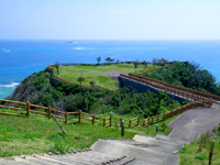南部の知念岬公園 - まさに岬そのものが公園になっています
