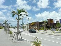 南部の沖縄アウトレットモール あしびなー - 周辺にいろいろなお店も登場