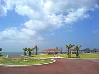南部の豊崎美らSUNビーチ/ちゅらさんビーチ - 施設は充実しています
