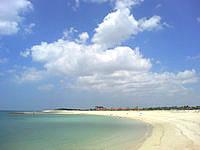 南部の豊崎美らSUNビーチ/ちゅらさんビーチ - ビーチは広いですが人工です