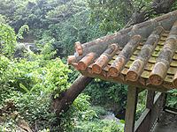 南部のせせらぎ公園/豊見城の滝 - 滝が望める休憩所