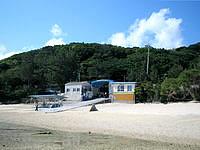 南部の新原ビーチ/ミーバルビーチ - 新原ビーチ東の入口