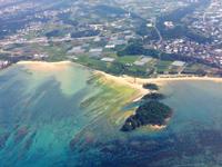 南部の北名城ビーチ/エージナ島 - 上空から見た北名城ビーチとエージナ島
