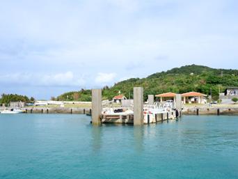 大神島の大神港/大神漁港「浮き桟橋も待合所もできました」