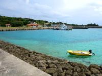 大神島の大神港/大神漁港 - 港なのにこの海の色!