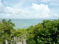 大神島の遠見台からの景色 - 西の景色は池間大橋が一望
