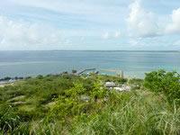 大神島の遠見台からの景色 - 集落や港も一望できます