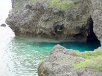 大神島のカミカキス/多目的広場前の海 - 洞窟のようなポイントも!?