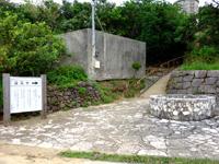 大神島の井戸/遠見台入口 - 遠見台への入口にあります