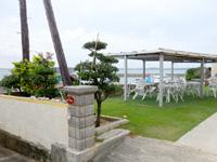 大神島のおぷゆう食堂 - テラスで食べるのがオススメです