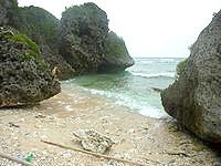 大神島のプナイパーの浜 - 小さな浜です