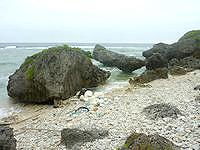 大神島のプナイパーの浜 - 砂というか小石の浜