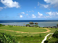 大神島の大神島多目的広場 - 運動会ができそうな広場です