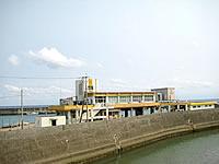 沖永良部島の沖永良部漁港/沖永良部島漁業共同組合水産物荷捌施設