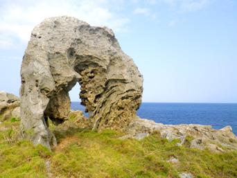 カルスト地帯の岩々