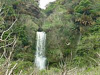 沖永良部島の沖泊の滝 - 水落部分は結構豪快