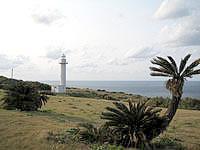 沖永良部島の矢護仁屋埼灯台/矢護仁屋岬灯台 - この灯台を拠点に岬巡りするのがおすすめ