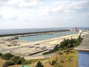 沖永良部島の知名港/知名漁港「西側の港は漁港っぽい」