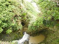 沖永良部島の沖泊の滝の上/貯水池 - 貯水池の放流による滝だったみたい
