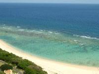 沖永良部島の沖泊の滝の上/貯水池 - この海の色はヤバイです