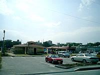 奥武島の奥武港 - 港には駐車場が整備されています