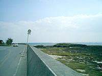 奥武島の南の海 - 干潮時だったので干上がってます