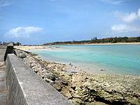 奥武島の奥武島西の海 - 防波堤からのんびり眺めるのも良いです