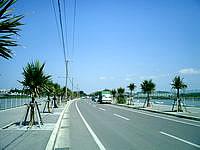 瀬長島の海中道路 - キレイに整備されています