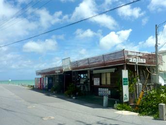 瀬長島のビーチカフェAnjina/アンジナ「海沿い唯一のお店」