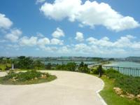 瀬長島の展望公園 - 海中道路側の端部