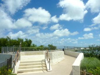 瀬長島の展望台「ホテル近くの高台にある展望台」