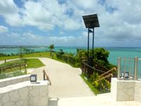 瀬長島の展望台 - 正直、展望台よりその先の公園が景色がいい