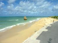 瀬長島の西のビーチ/子宝岩 - ビーチもしっかり残っています