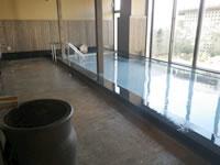 瀬長島の琉球温泉 龍神の湯 - 内風呂からは中庭しか見えません