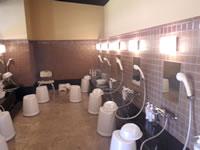 瀬長島の琉球温泉 龍神の湯 - 洗い場のキャパは20人ほどかな?