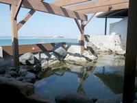 瀬長島の琉球温泉 龍神の湯 - 岩風呂と寝湯は男女入れ替え