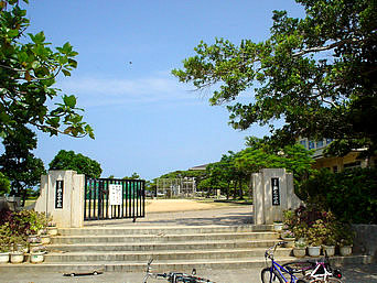 瀬底島の瀬底小学校/瀬底中学校「瀬底島の小学校と中学校です」