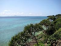 瀬底島東側の海