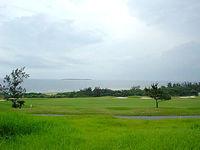 瀬底島の旧ザ・ビーチゴルフクラブ/駐車場