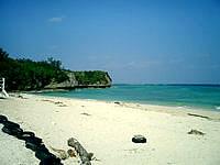 瀬底島のアンチ浜 - ビーチはこぢんまり