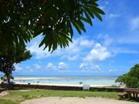 竹富島のコンドイビーチ - 自転車置き場から見るコンドイビーチ