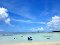 竹富島のコンドイビーチ - どこまで行っても子供プールの深さの場合も!