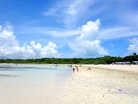 竹富島のコンドイビーチ - 遠浅すぎて泳げないことも!?