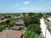 竹富島のなごみの塔からの景色 - 西桟橋方面を見る