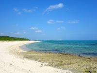竹富島のアイヤル浜 - 半分岩場で半分砂浜って感じ
