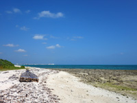 竹富島のアイヤル浜 - 星のやの前は岩だらけ