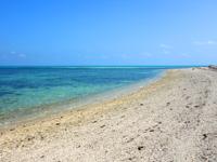 竹富島のナーラサ浜 - この砂の岬の先がアイヤル浜