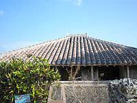 竹富島の南潮庵 - この赤瓦がいい感じです