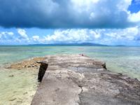 竹富島の西桟橋 - 桟橋先に西表島が望める