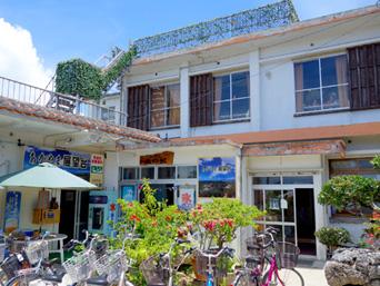 竹富島のあかやま丘の駅/あかやま展望台(旧haayaなごみカフェ/HaaYa nagomi-cafe)「なごみの塔のすぐ裏にあります」